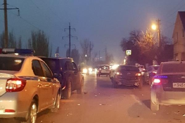 Около 8:00 водители не поделили узкую дорогу