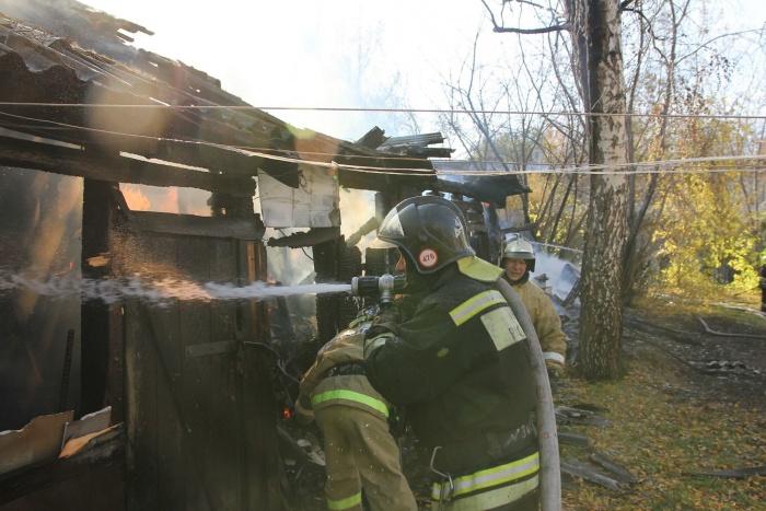 Дом на Тагильской загорелся около шести часов вечера