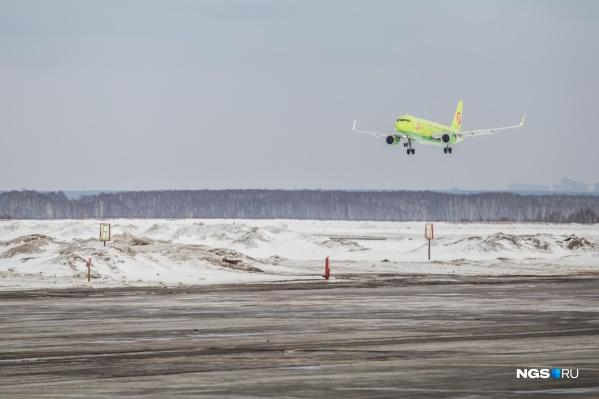 Экипаж самолёта решил вернуться в Новосибирск из-за повышенной вибрации двигателя