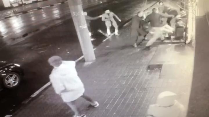 Гибель замдиректора АТП в центре Ярославля попала на камеры: эксклюзивное видео
