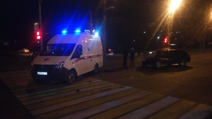 Осколки разметались по проспекту: в ночном ДТП в Брагино разбились «Ауди» и «Мазда»