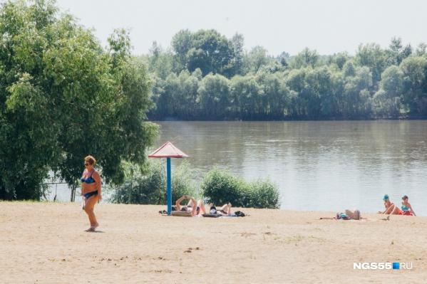 Пляж на Набережной Тухачевского