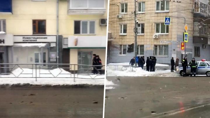 Правоохранители оцепили кварталы в районе площади Куйбышева