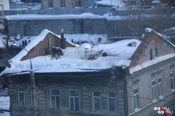 Крышу дома отремонтируют до 20 марта