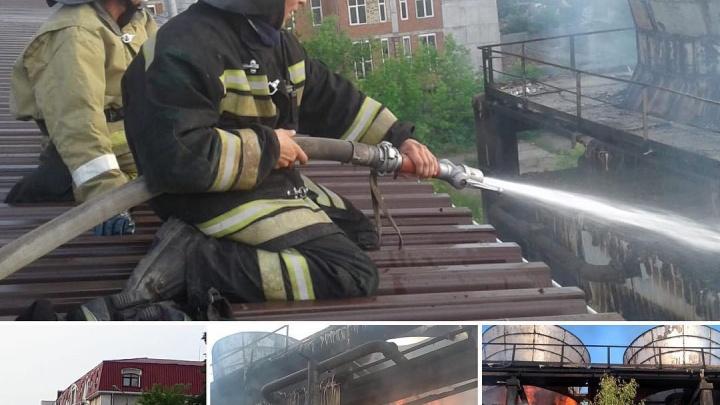 Уфимские пожарные потушили огонь на заводе в центре города