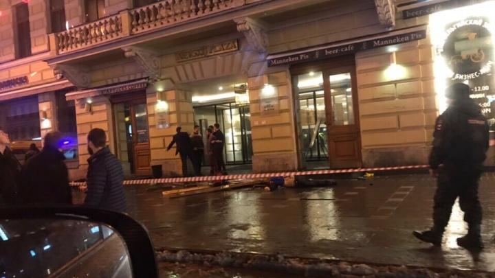 На Невском проспекте в Санкт-Петербурге автомобиль BMW с омскими номерами насмерть сбил американца