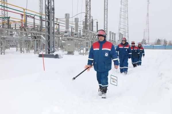 Бригада «Красноярскэнерго» ведет работы по устранению повреждения