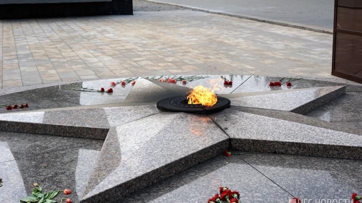 В полиции рассказали, как наказали авторов снимка у Вечного огня в Омске