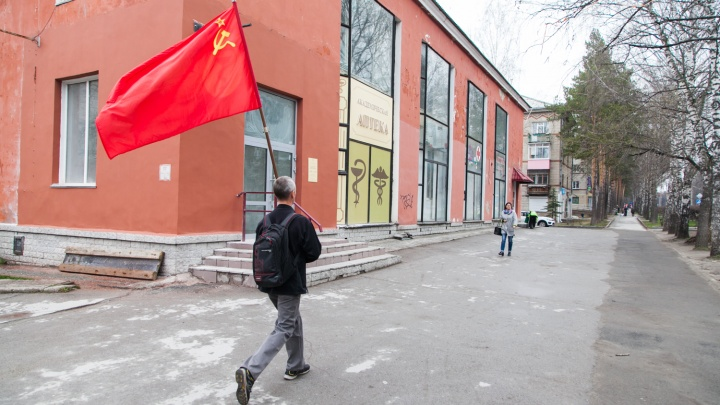 В Академгородке прошла маленькая первомайская демонстрация