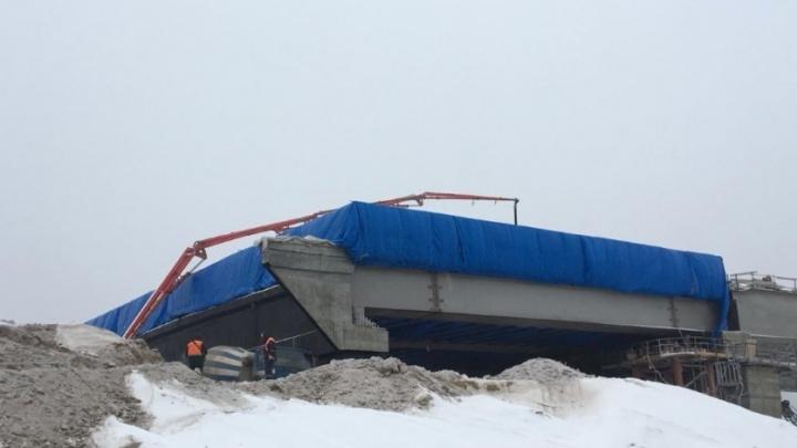 На Фрунзенском мосту построили «теплицу» для заливки бетона