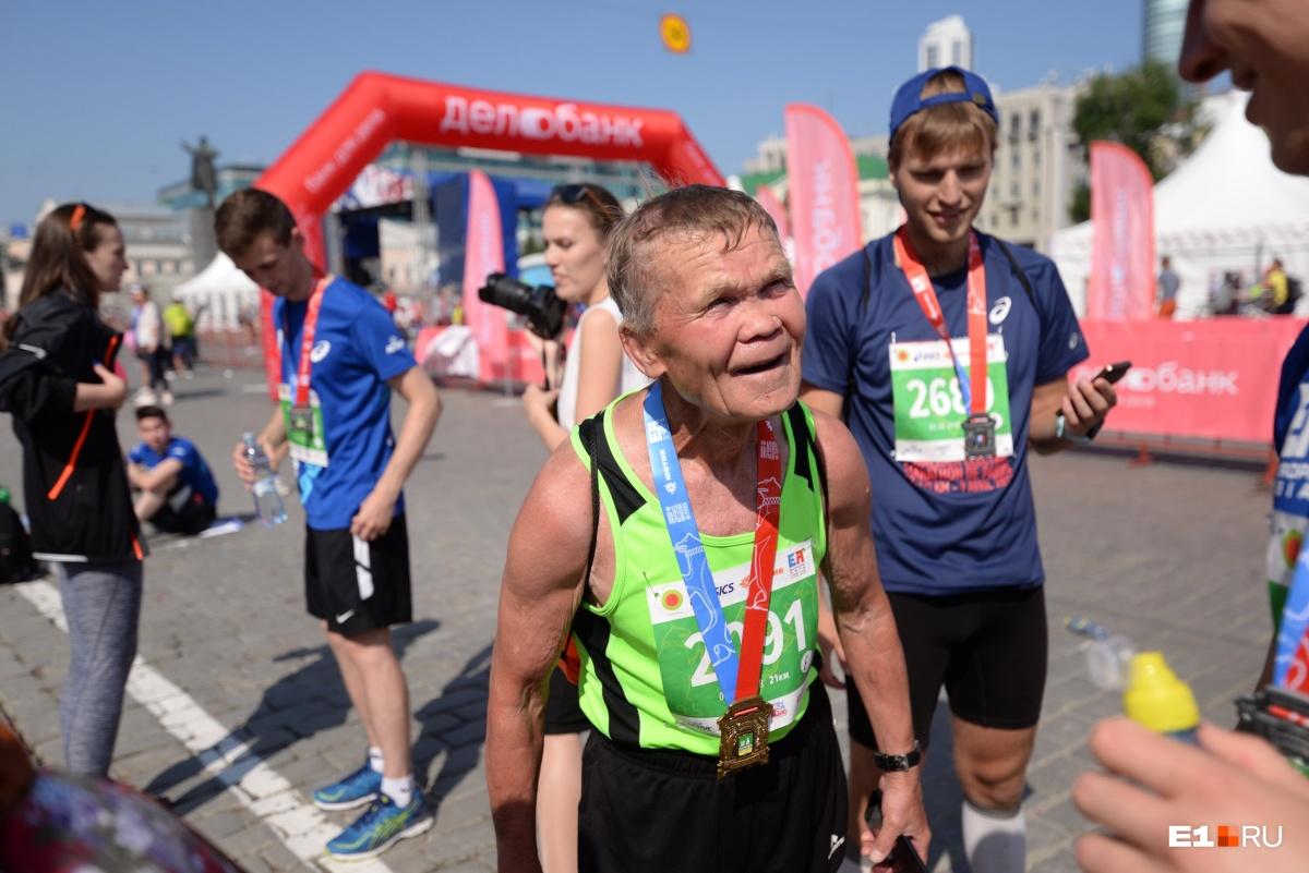 Твое лицо, когда ты пробежал 42 км: смотрим на настоящих героев марафона