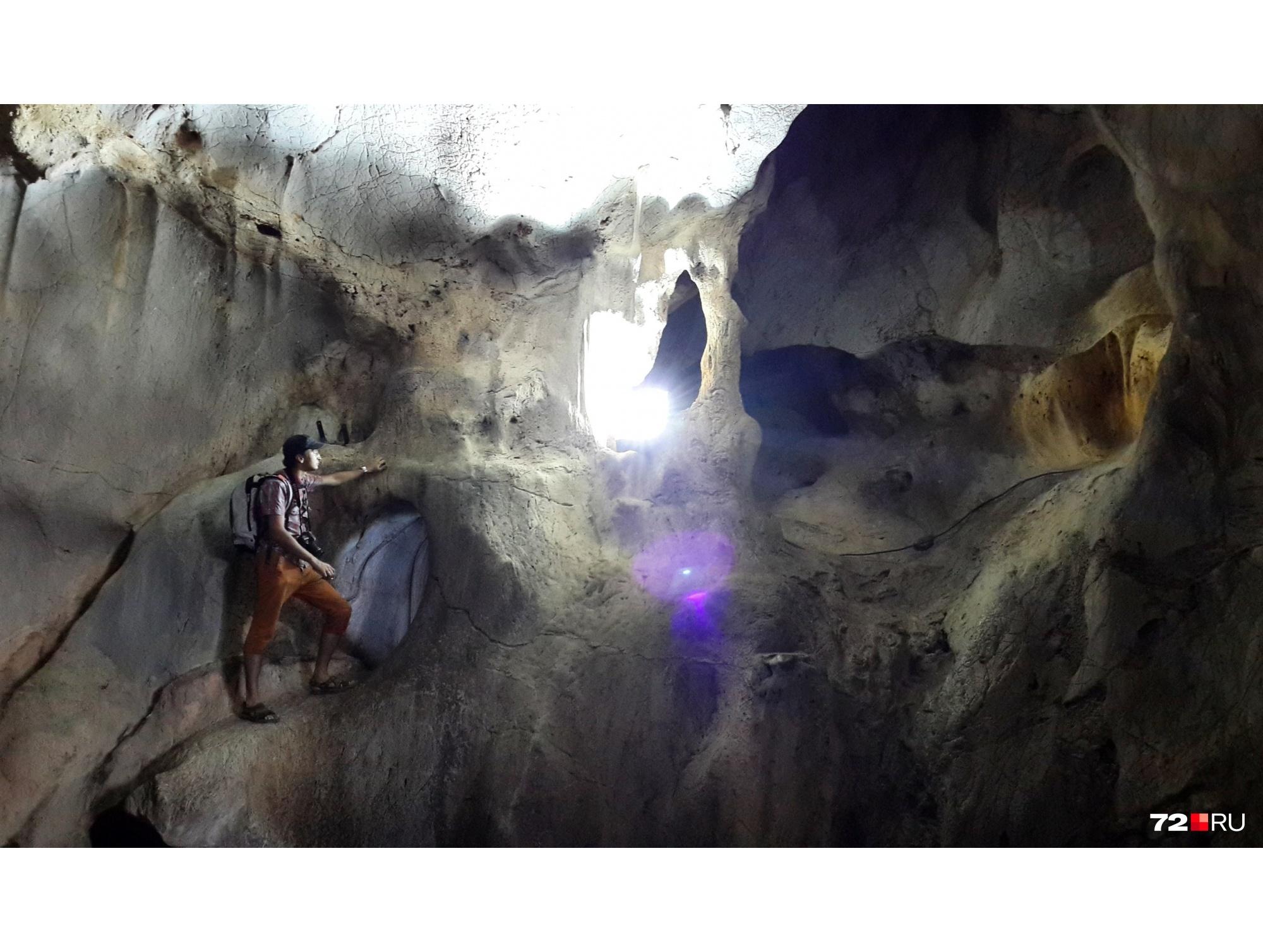 Вместо шумных и пьяных вечеринок до рассвета Денисовы бродили по пещерам и гуляли по природным заповедникам. Это тоже бесплатно
