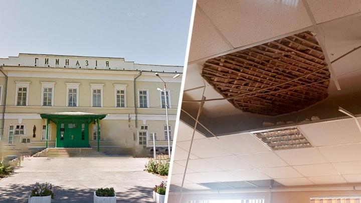 В одной из гимназий Таганрога на учеников обрушился потолок
