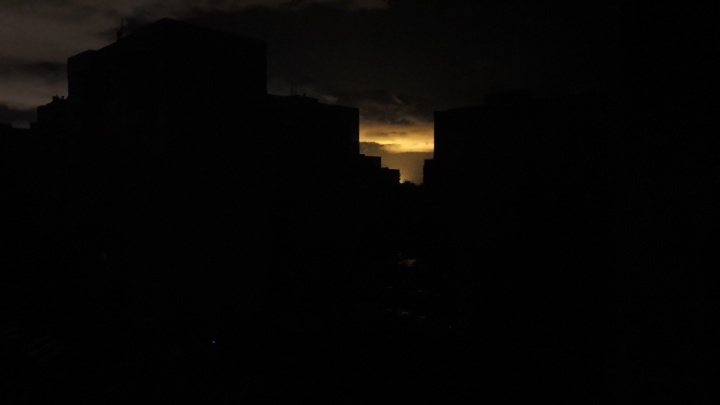 Из-за урагана в Ярославле без света и тепла остались сотни домов, садики, школы, больница