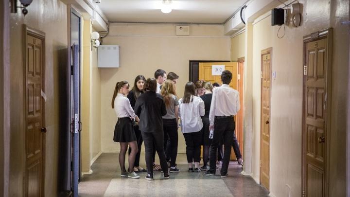 Смотри в оба: в школах Новосибирска усилили меры безопасности после стрельбы в Подмосковье