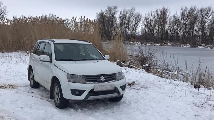 «Возле озера стоит их машина»: в Волгоградской области ищут двух пропавших рыбаков