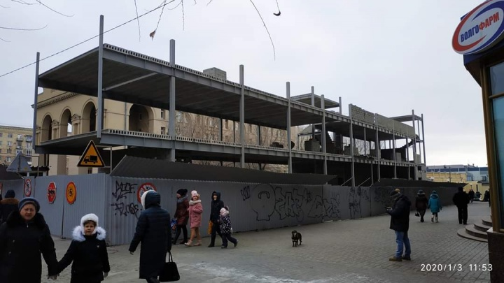 «Монстр станет новой доминантой?»: на месте уродливых ларьков в Волгограде строят большой фуд-корт