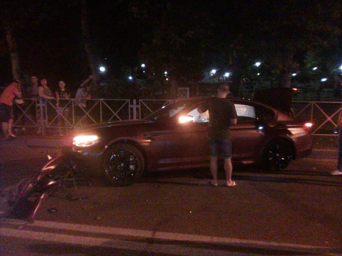 Машина довольно серьезно пострадала