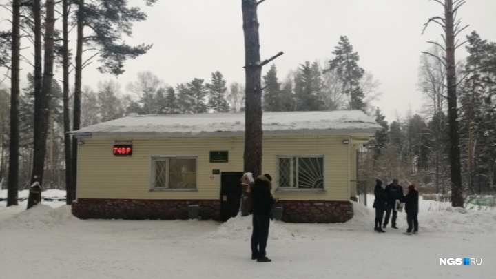 «Вскрыто три двери, взломано два сейфа»: Анатолий Локоть прокомментировал обыски в «Сосновом бору»