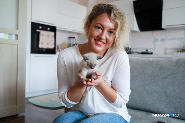 Елена Коренева — спасительница котенка