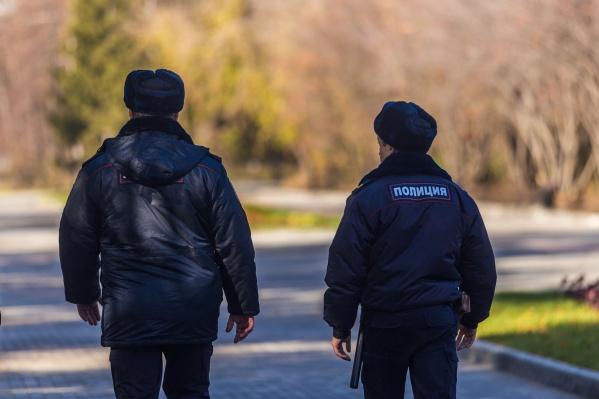 Сейчас с ребёнком работают сотрудники полиции— они выясняют, где девочка была всю ночь