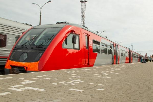 До Архангельска на новом рельсовом автобусе доезжают немногие — удобнее на нём ездить по пригородам Северодвинска