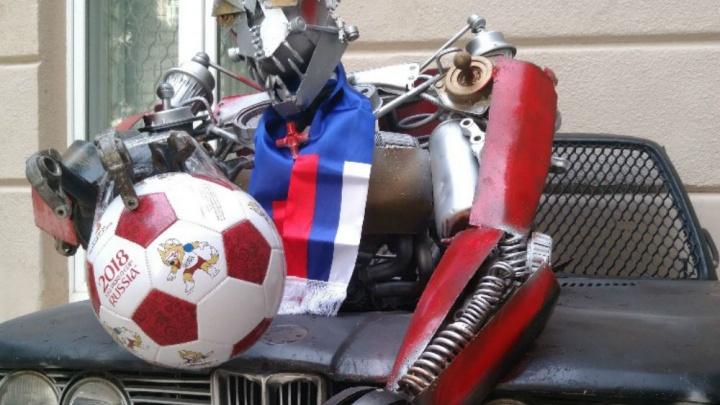 Дела семейные: мама и сын украли мяч FIFA из краеведческого музея