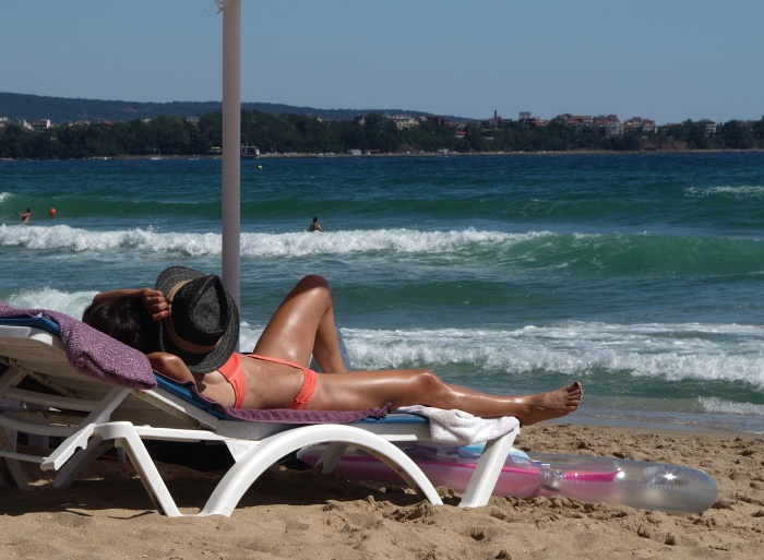 Чей подлокотник?: 20 неочевидных правил отпускного этикета, которыми пренебрегает большинство