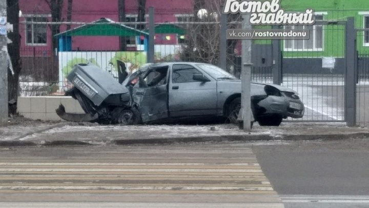 Двойной таран с переворотом: в центре Ростова произошла серьезная авария