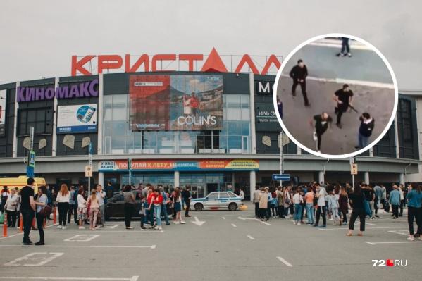 Конфликт, закончившийся стрельбой, произошел на втором этаже торгового центра 3 июля