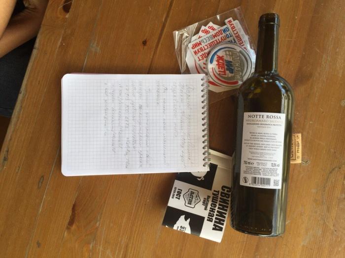 Байкеры написали записку путешественникам и спрятали в кладе сувенирную продукцию проекта и сертификат на ящик тушёнки