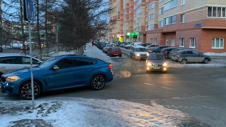 BMW не уступил помехе справа, но виновным признали водителя Renault. Разбираемся в конфликте
