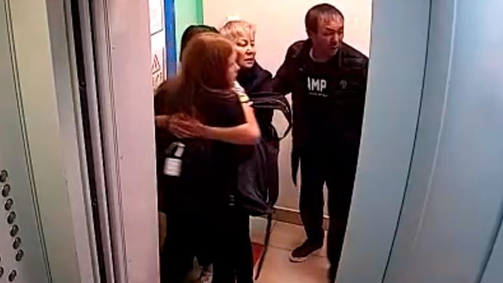 Разгневанный мужчина в Уфе избил свою дочь за курение кальяна