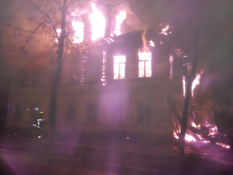 Во время пожара в доме погибли семь человек