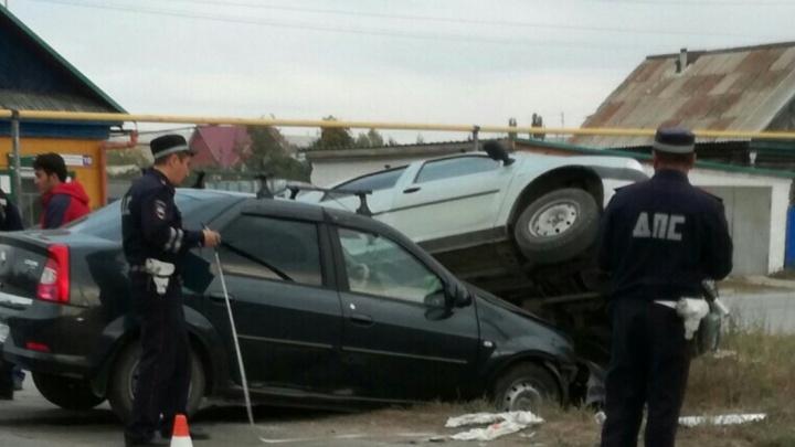 В Башкирии столкнулись две легковушки: ребенка увезли в реанимацию