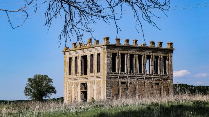 Башкирский замок Дракулы: отправляемся на зловещий заброшенный завод под Уфой