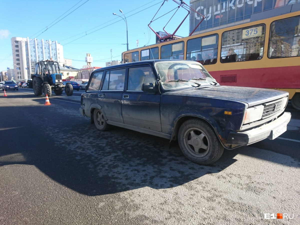 Трое в больнице, один погиб: Renault протаранил Chevrolet, когда тот разворачивался у Автовокзала
