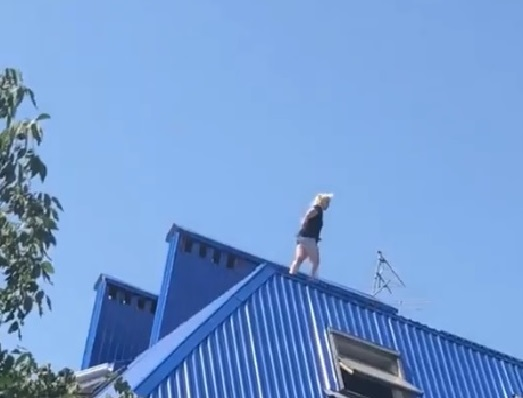 «Не надо, Оля!»: ростовчанка с разбегу прыгнула с крыши дома