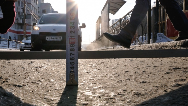 Екатеринбуржец, попавший из-за колеи в ДТП, отсудил у мэрии 163 тысячи рублей