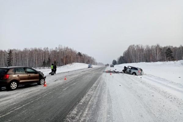 В аварии погибла женщина, ее дети и пассажиры другой машины получили травмы