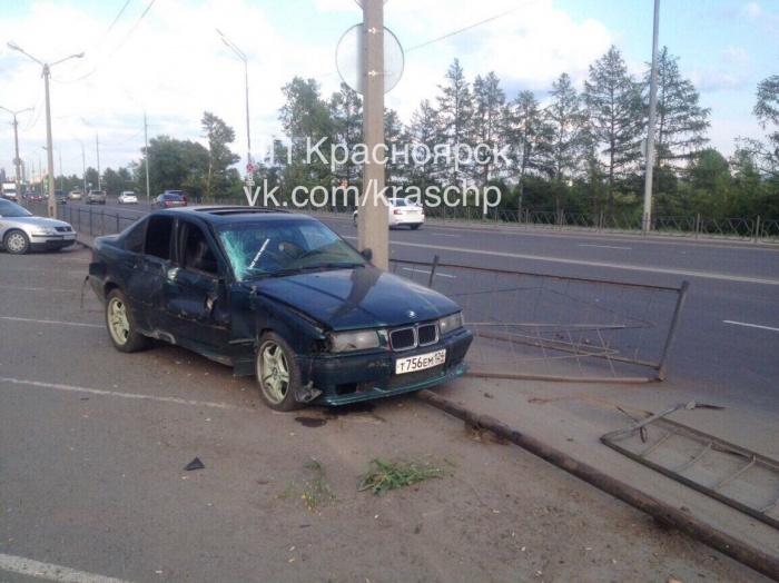 Авария произошла на ул. Дубровинского недалеко от четвертого моста