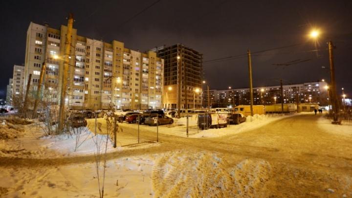 Челябинская мэрия ответила на запрос о платной стоянке на бывшей конечной троллейбусов. Всё туманно