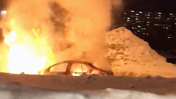 «Водитель обгорел»: на Дыбенко — Советской Армии вспыхнул «Рено-Логан»