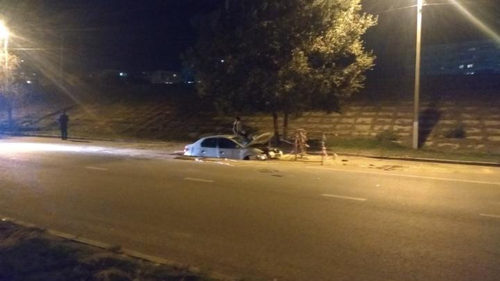 «Было видно, что не успевает»: волгоградец рассказал о поездке в провалившемся в яму такси