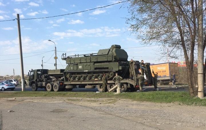 В Волгограде зенитно-ракетный комплекс «Бук» сломал столб у Мамаева кургана — образовалась пробка