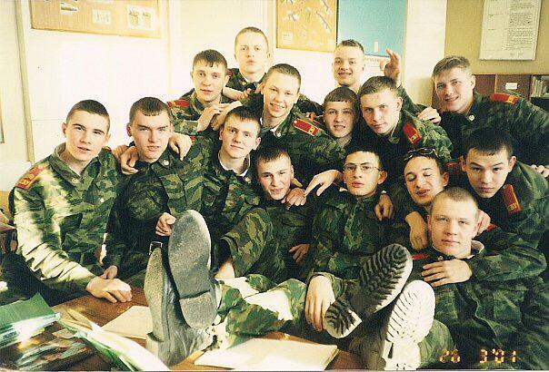 Андрей на фото в центре в очках