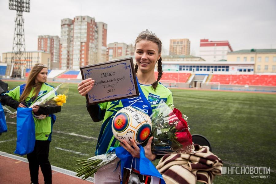 Фанатка «Сокола» получила титул «Мисс Элегантность» наофициальном конкурсе ФНЛ