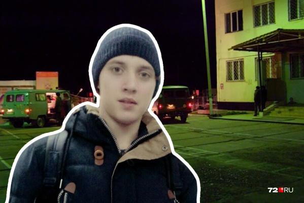 Евгению Графову 19 лет. Он уже месяц находится в тяжелом состоянии