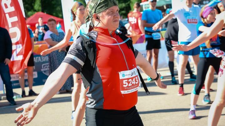 Упал за километр до финиша: в Ярославской области после бегового марафона умер госслужащий