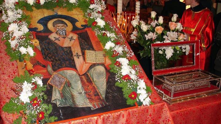 В Екатеринбург привезут мощи святого, который решает проблемы с деньгами и помогает в судах